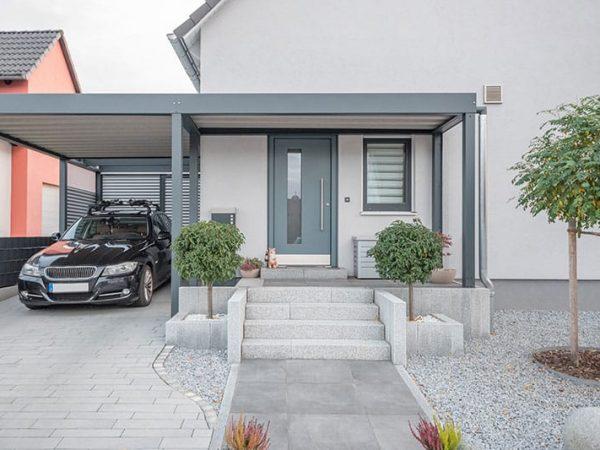 gepflasterter Eingangsbereich Einfamilienhaus